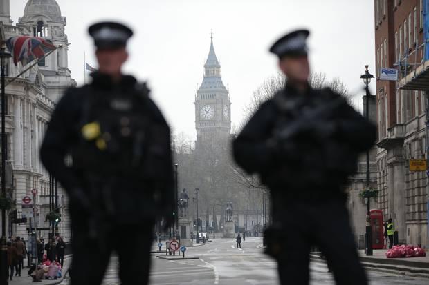 Suspected Knifeman Arrested near British Parliament