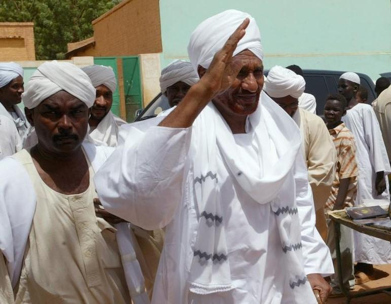 Former Sudan PM al-Mahdi: Lift of US Sanctions will Change Nothing