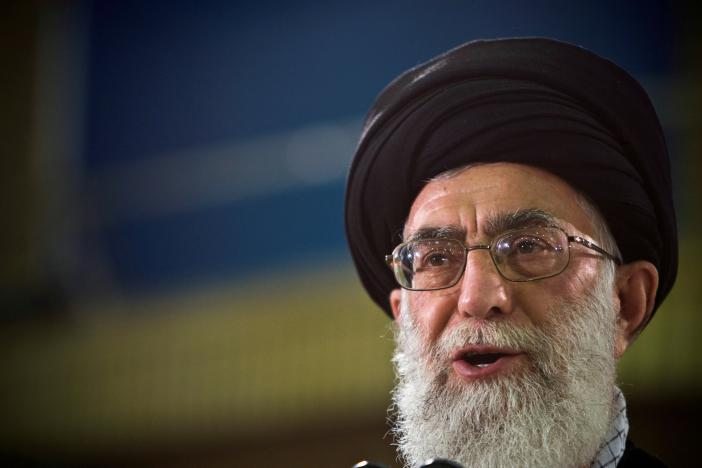 Khamenei Cools Controversy over 'Fire-at-Will' Statement, Demands National Unity