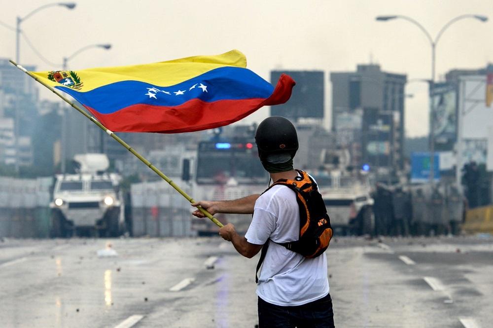 Trump Warns Maduro of Sanctions as Venezuela Opposition Calls for General Strike