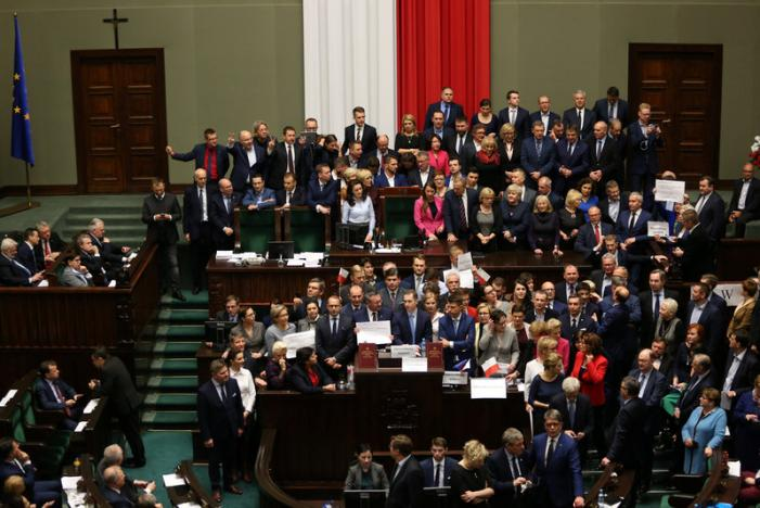 Polish Lawmakers Adopt  Supreme Court Reform