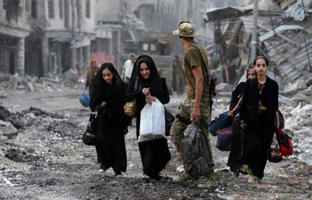 Desperate Civilians Flee Last ISIS Pocket in Mosul but Up to 20,000 Remain Trapped