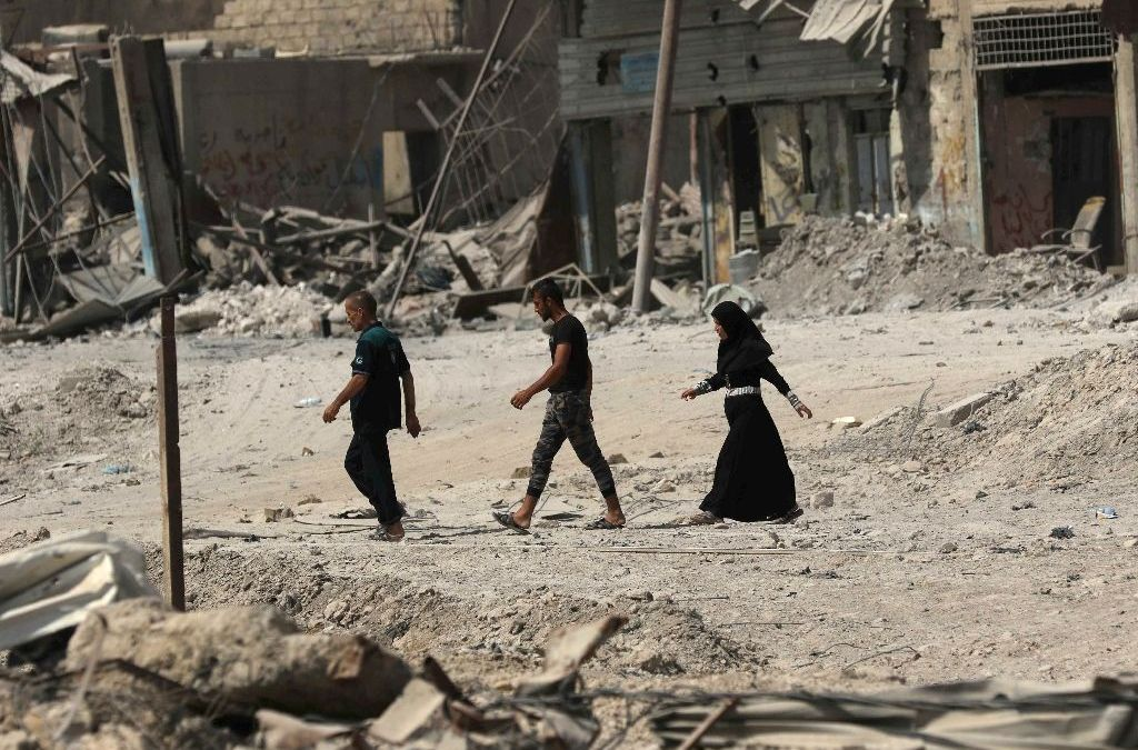 Mosul Residents Search for Bodies of their Relatives in Old City