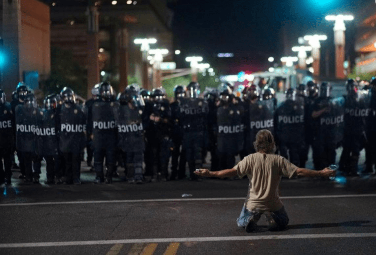Police Use Pepper Spray to Disperse Protesters in Arizona