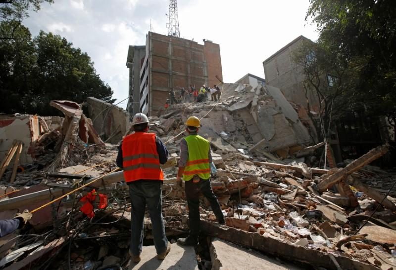 Powerful Mexico Quake Kills Scores, Topples Buildings