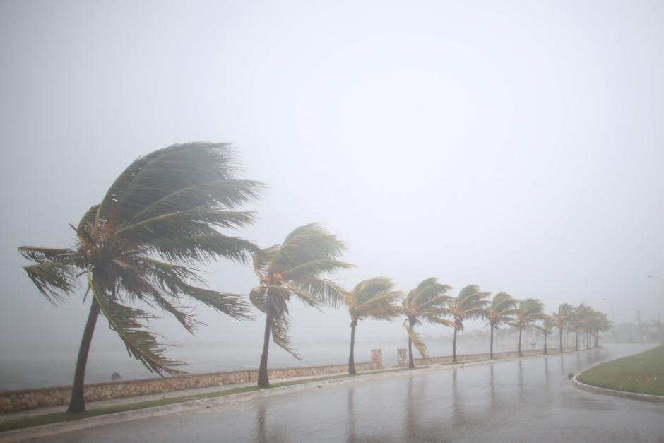 Irma Tears into Cuba's Northern Coast, 5.6 mn in Florida Ordered to Evacuate