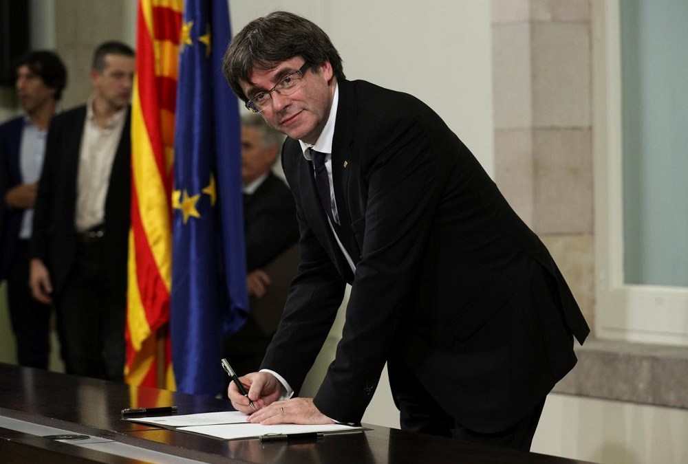 Catalonia Suspends Declaration of Independence for Talks with Madrid