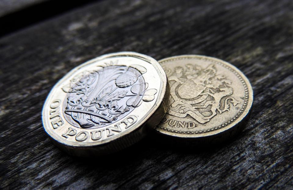 British Shops Refuse to Give up on Old Pound