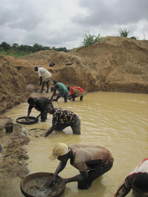 Artisanal Diamond Diggers in Sierra Leone