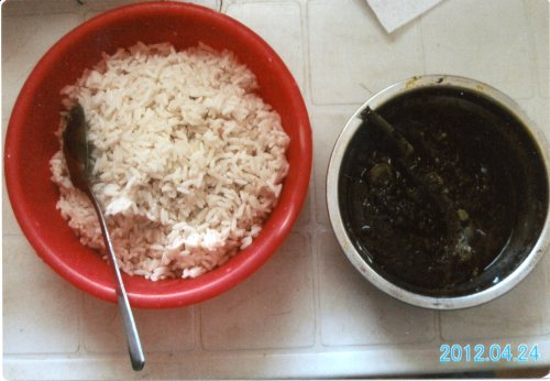 Potato Green: rice with leaves of sweet potatoes seasoned with palm oil