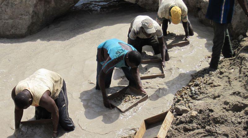 Artisanal diamond mining in Seguela