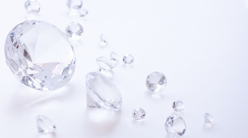 A Survey Report on the Awareness of Japanese Consumers and Diamond Retail Companies Released!