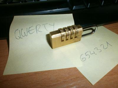 contraseñas en un post-it, un clásico de la seguridad