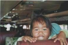 Kleinkind im local bus nach Vang Vieng
