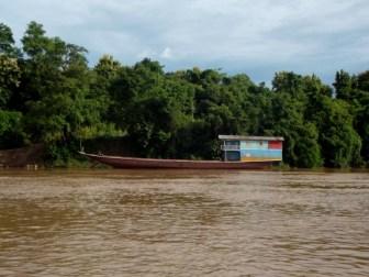 Typischer Lastkahn auf dem Mekong zwischen Pakbeng und Luang Prabang