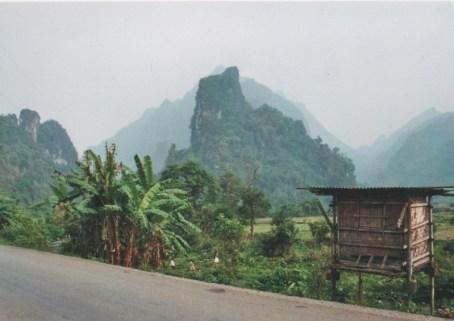 Die charakteristischen Kalksteinfelsen um Vang Vieng sind unverwechselbar