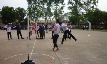 Schüler spielen Sekap Takraw