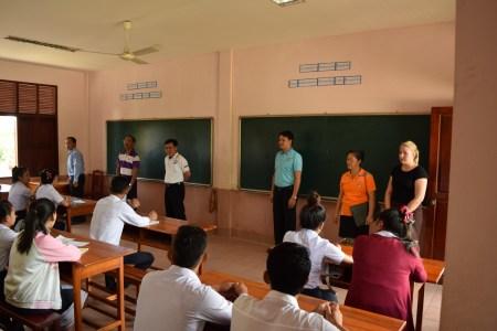 Somlith Virivong (2. v.l.) stellte den SchülerInnen nochmal die guten Karrieremöglichkeiten nach einer erfolgreichen beruflichen Ausbildung vor