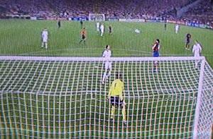 To United-forsvarere betragter imoneret den totalt frie Messi modtage afleveringen fra Xavi og sekunderne efter kælent ekspedere bolden over van der Saar til slutresultatet 2-0