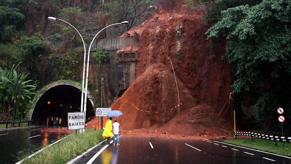 Imagem: //extra.globo.com/noticias/rio/tunel-reboucas-esta-fechado-778013.html