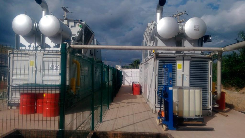 A imagem mostra uma usina de Biogas
