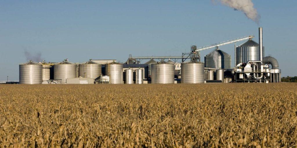 A imagem mostra uma usina de Biomassa.