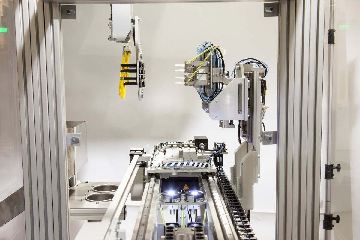 ROBOTS RISE TO THE PLASTIC PROCESSING CHALLENGE