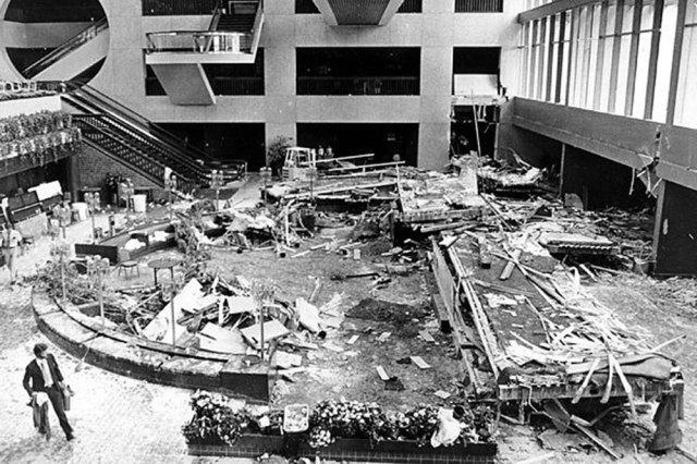 Hasil gambar untuk hyatt regency hotel walkway collapse