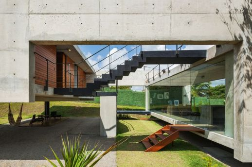 Image 1 of 31 from gallery of Two Beams House _ Yuri Vital. Photograph by Nelson Kon