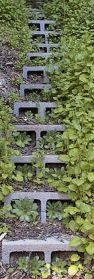 5 Ways to Use Cinder Blocks in the Garden • Lots of creative projects_ ideas and tutorials_ Includin.