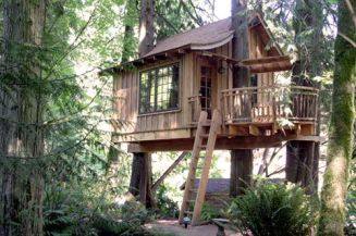 Upper Pond is our only four person treehouse. Perfect for you and a few friends to play cards and be merry in.