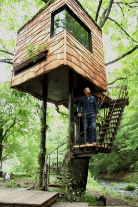 nasua_treehouse_takashi_kobayashi _ A tiny treehouse in Nasu_ Japan. Built by Takashi Kobayashi.