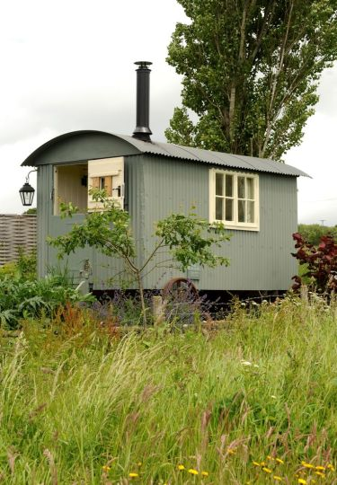 shepherd_hut_with_woodburner_stove