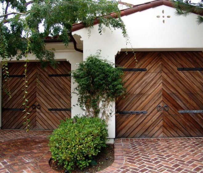 10 Astonishing Ideas for Garage Doors to Try at Home