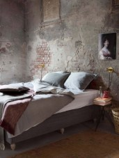 the-romantic-side-of-concrete-bedroom-blog-photo-source-creative-maxx.com_