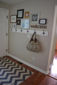Frame-Gallery-In-The-Entryway