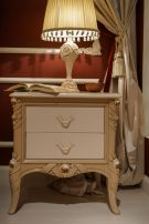 Baroque-nighstand-furniture-with-a-lampshade-above
