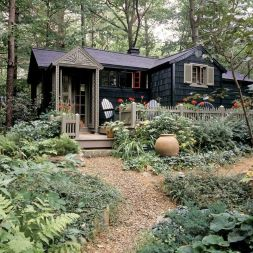 Black-Cottage-Style-Home