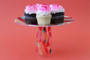 Cake-stand-from-soda-glases