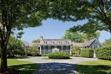 Colonial-home-with-green-window-shutters