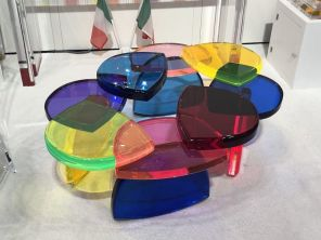 Colorful-table-Poliedrica