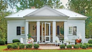 Cottage-Style-Home-Back-patio