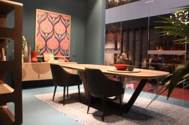 Devria-Nais-dining-room-with-mid-century-influence