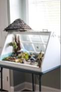 Fairy-Garden-DIY-from-Old-Windows-Frame