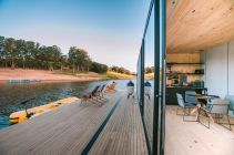Floating-House-waterlilliHaus-by-SysHaus-deck