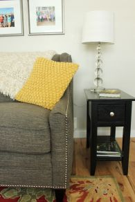 How-to-Decorate-Living-Room-side-table-lighting