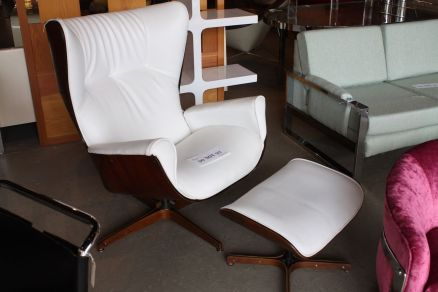 Hudson-market-Eames-lounge-chair-iconic-mid-century