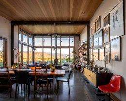 Midcentury-modern-cabin-design-open-space