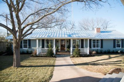 Ranch-Home-Design-black-shutters