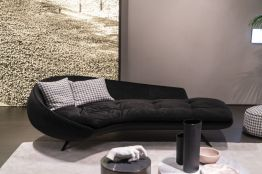 Simple-daybed-decor-in-black